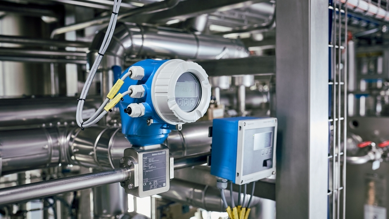 Promag H 300 records water consumption and flow rate of the CIP media